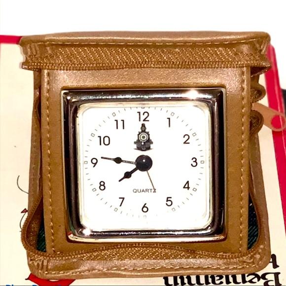 Vintage Leather Zip Travel Clock 🕰